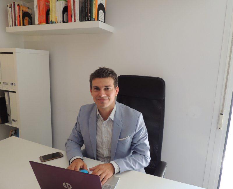 Jose Maria en la oficina